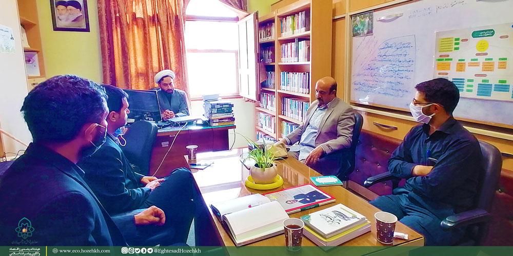 جلسه-با-مسئولین-کتابخانه-آستان-قدس